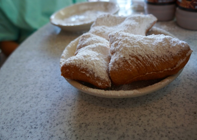 cafe-du-monde-beignets-new-orleans